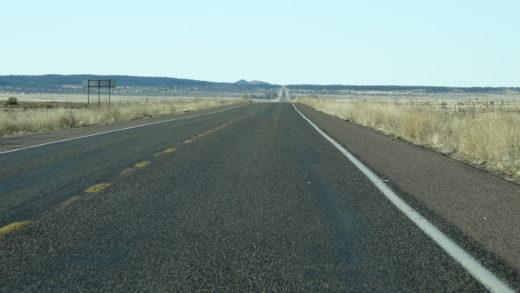 Rota 66 ou Route 66 estada em pleno o deserto