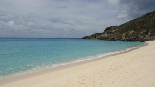 Praia em saint barths no caribe clothing optional beach