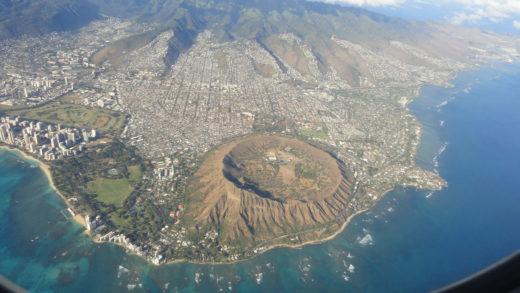 Vista aérea da ilha de Oahu no Hawaii destacando o Diamond Head