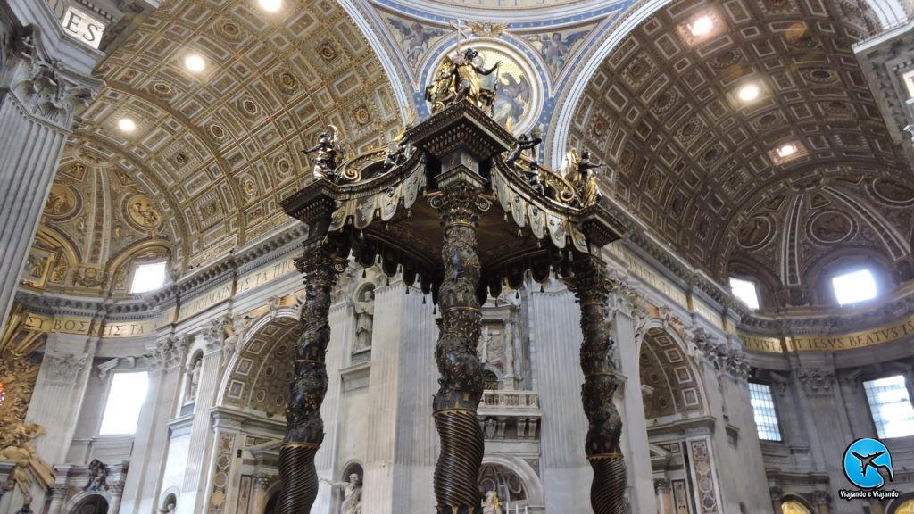 Interior da Basílica de São Pedro no Vaticano