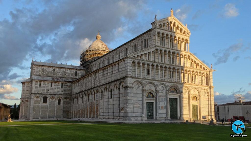 Duomo e o Batistério Torre de Pisa ou Leaning Tower of Pisa na Itália