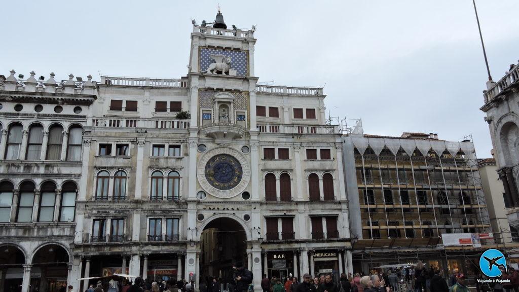 Torre dell'Orologio (Torre do Relógio) em Veneza na Itália