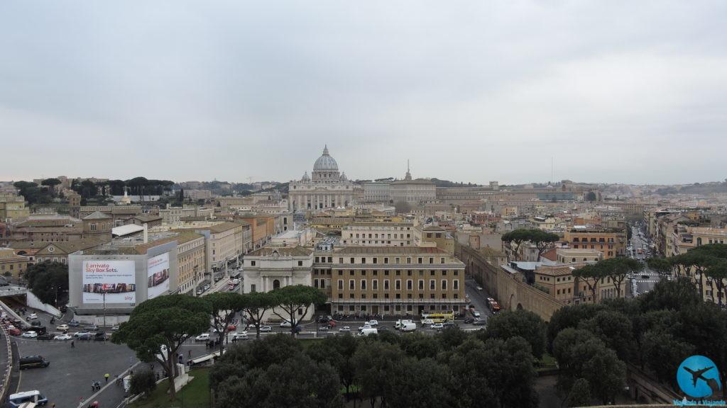 Roma com a catedral do Vaticano ao fundo