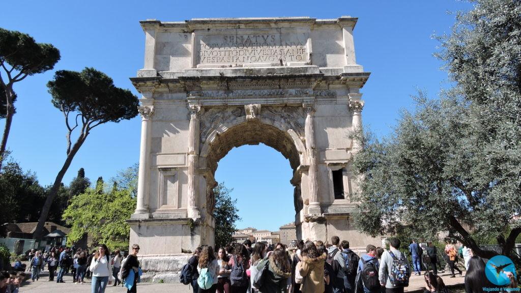 Arco de Constantino no centro de Roma na Italia