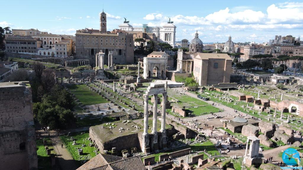 Foro Romano no centro de Roma na Itália