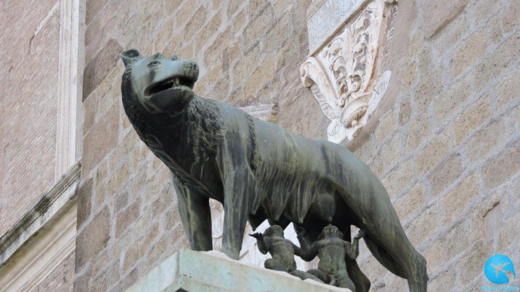 A loba e os irmaos gemeos romulo e remo em Roma