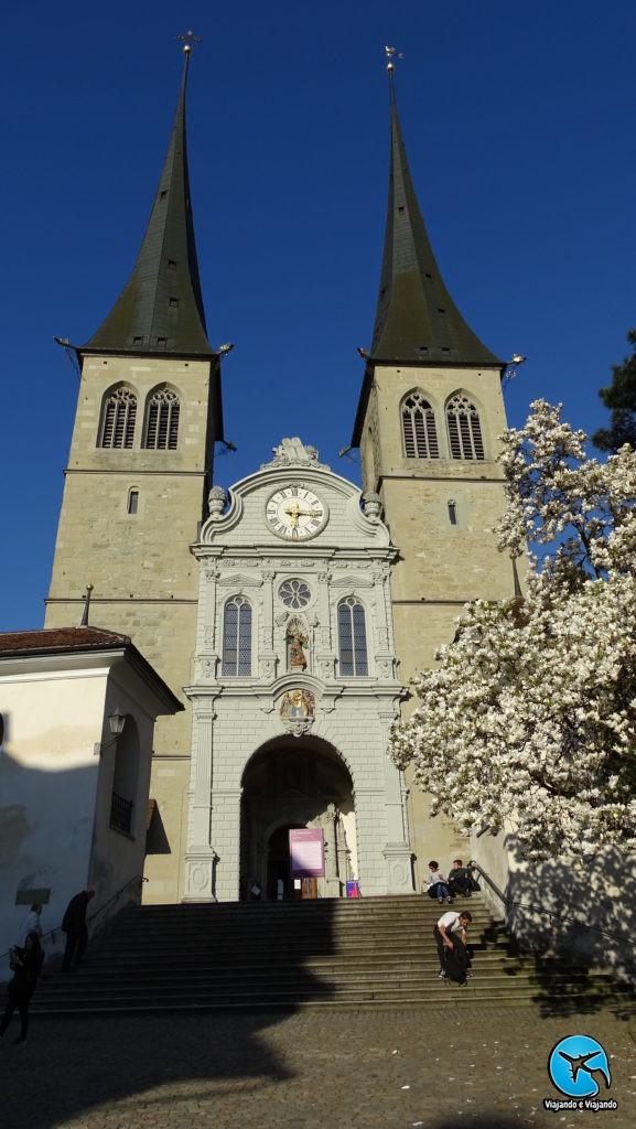 Mosteiro dos Beneditinos - Hofkirche em Lucerna na Suíça