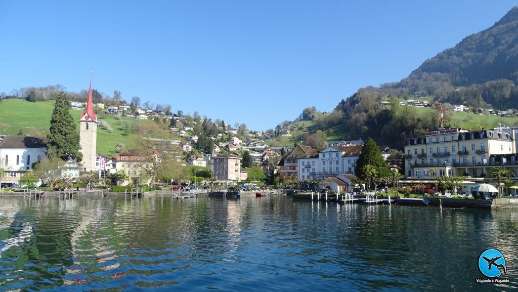 passeio de barco em lucerna cidade de Weggis perfeita
