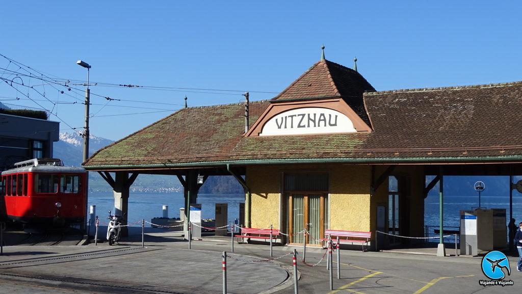 Vitznau após passeio de barco em Lucerna na Suíça rumo ao Mont Rigi