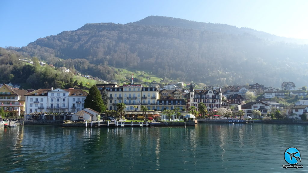 Tour de barco em Lucerna vista de Weggis cidade na Suíça