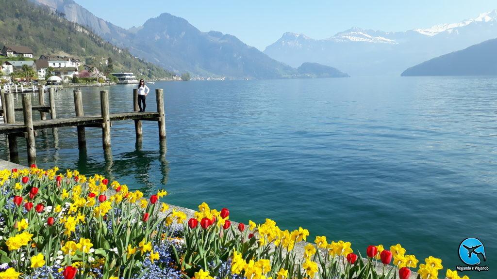 Flores em Weggis vista para o Lago Lucerna