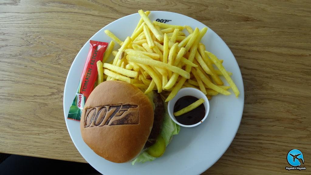 007 Burger in Schilthorn Piz Gloria